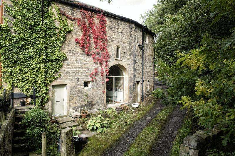 5 Bedrooms Barn Conversion Character Property for sale in Birks Barn, Birks Lane, Ripponden, HX6 4AP