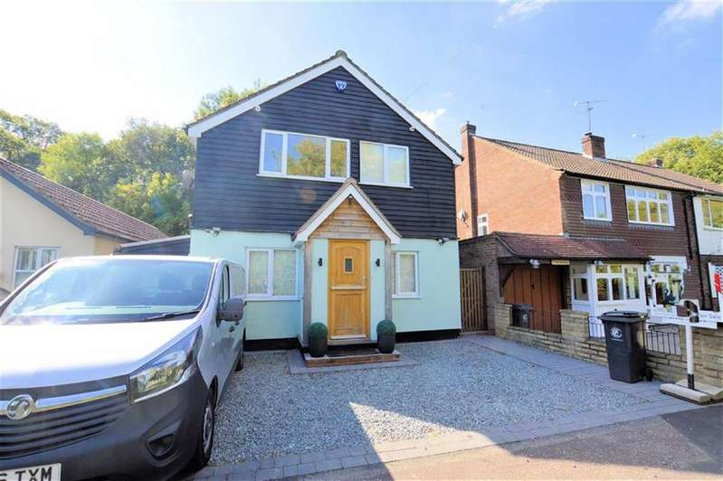 3 Bedrooms Detached House for sale in Woodside, Thornwood