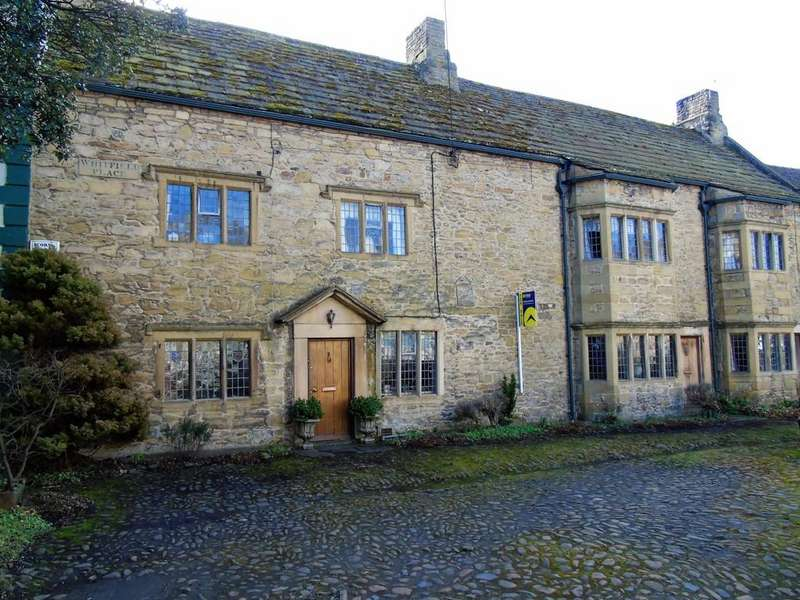 4 Bedrooms Manor House Character Property for sale in Whitfield Place