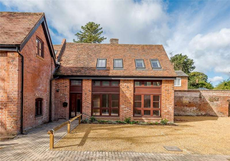 1 Bedroom House for sale in High Street, Odiham, Hook, Hampshire