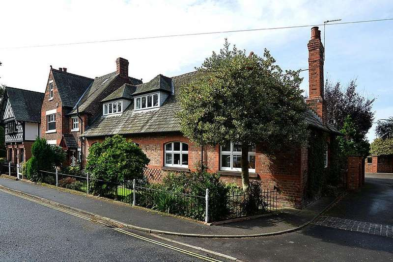 3 Bedrooms Semi Detached House for sale in Old Chester Road, Higher Walton