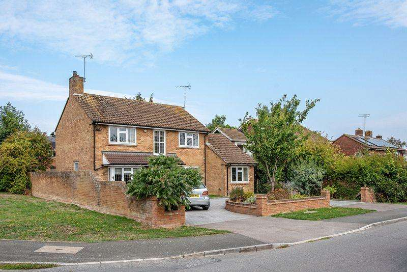 4 Bedrooms Detached House for sale in Northumberland Avenue, Aylesbury