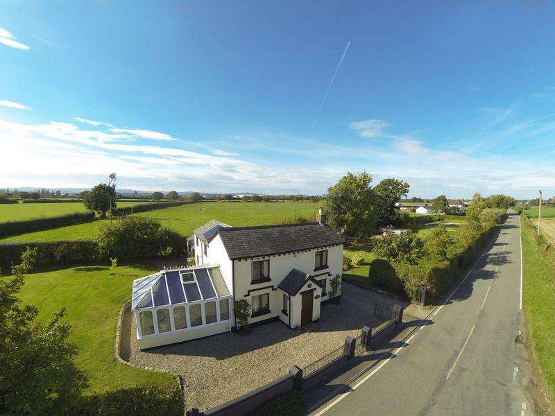 3 Bedrooms Detached House for sale in Bowling Bank, Wrexham