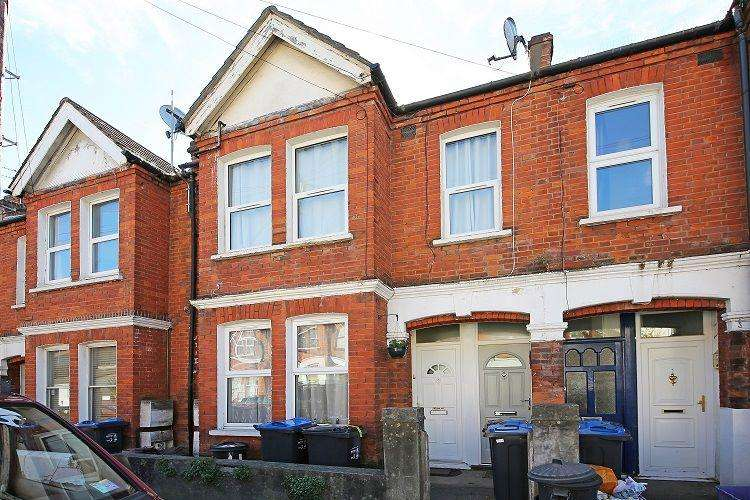 2 Bedrooms Maisonette Flat for sale in College Road, Colliers Wood