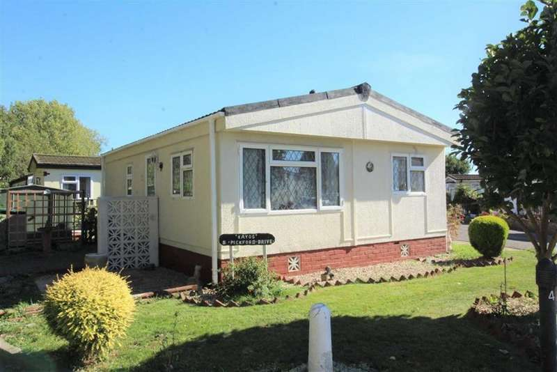 2 Bedrooms Bungalow for sale in Pickford Drive, Langley, Slough