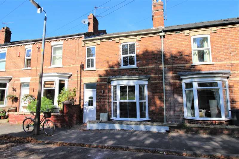 3 Bedrooms Town House for sale in South Park, Lincoln, LN5 8ER