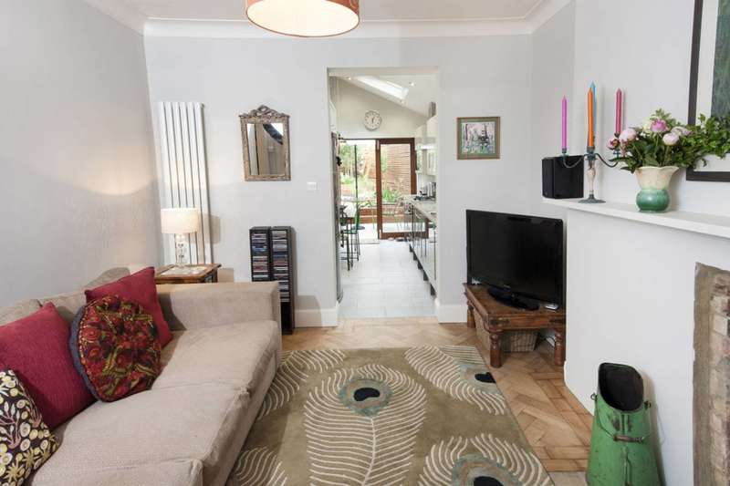2 Bedrooms Flat for sale in Terrace Road, Victoria Park, E9