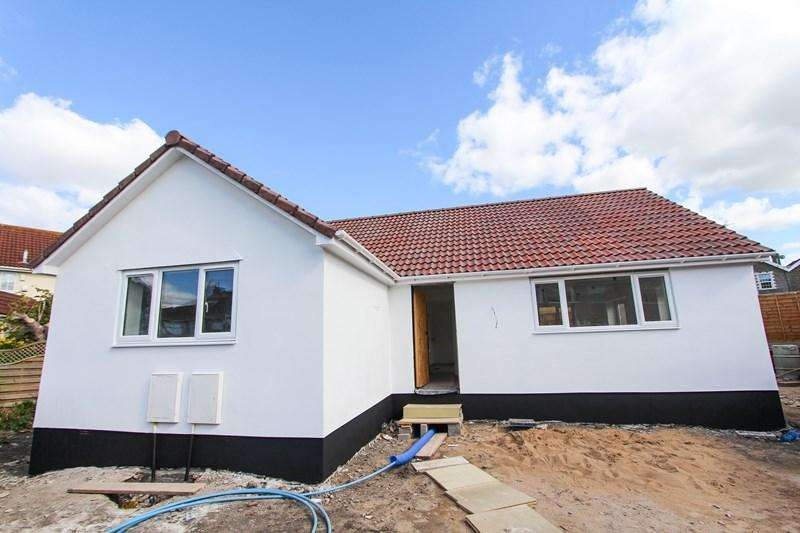 2 Bedrooms Detached Bungalow for sale in Counterpool Road, Kingswood, Bristol