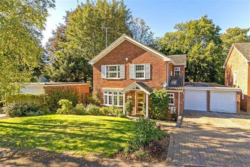 4 Bedrooms Detached House for sale in The Finches, Hitchin, Hertfordshire