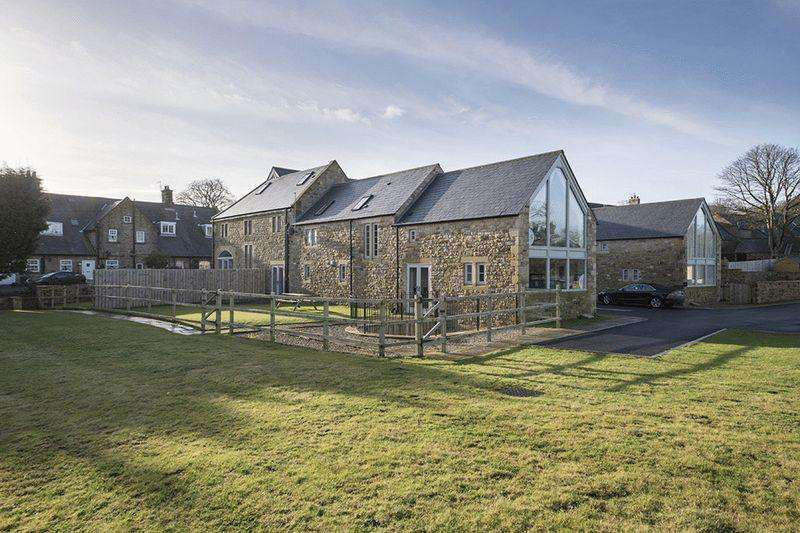 4 Bedrooms Barn Conversion Character Property for sale in High Callerton, Ponteland, Newcastle upon Tyne
