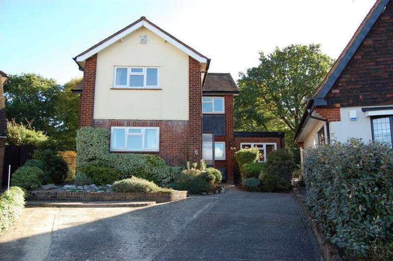 4 Bedrooms Detached House for sale in Albany View, Buckhurst Hill, IG9