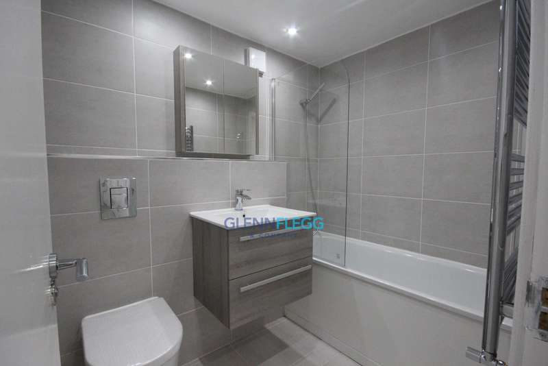 3 Bedrooms Apartment Flat for sale in Langley * Fully Refurbished, 3 Bedrooms *