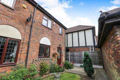 3 Bedrooms Terraced House for sale in The Old Woodyard, Wingfield Road, Tebworth, Bedfordshire