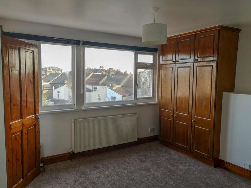 4 Bedrooms Terraced House for sale in Evesham road E15