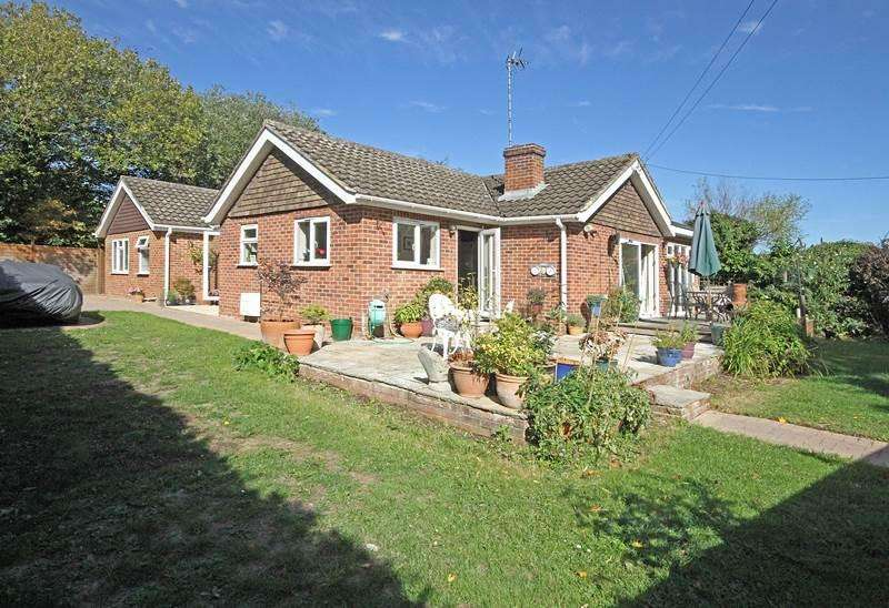 3 Bedrooms Detached House for sale in Star Lane, KNOWL HILL, RG10
