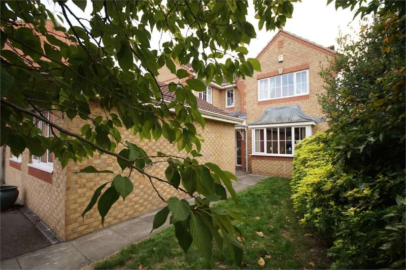 4 Bedrooms Detached House for sale in Paddick Drive, Lower Earley, READING, Berkshire