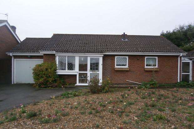 3 Bedrooms Detached Bungalow for sale in Larchwood Avenue, Groby, Leicester, LE6
