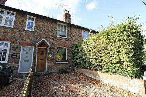 2 Bedrooms Terraced House for sale in Priory Cottages, Lower Road, COOKHAM, SL6