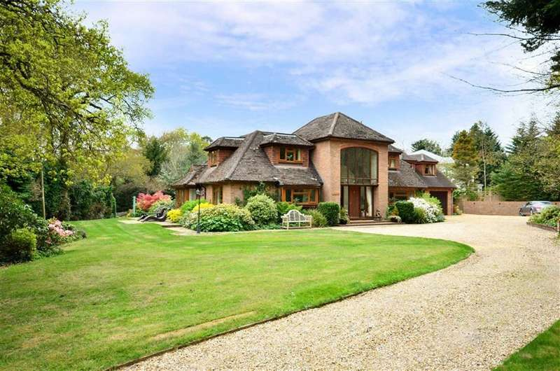 5 Bedrooms Detached House for sale in Crooksbury Road, Farnham
