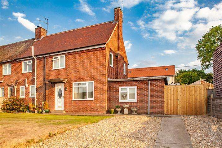 3 Bedrooms Semi Detached House for sale in 18 Cleeve Down, Goring on Thames, RG8