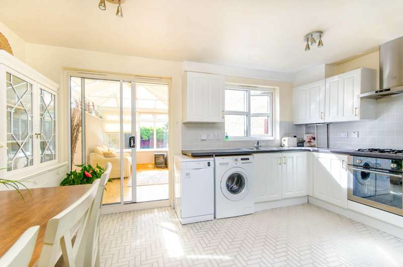 3 Bedrooms House for sale in Atlantis Close, Barking, IG11