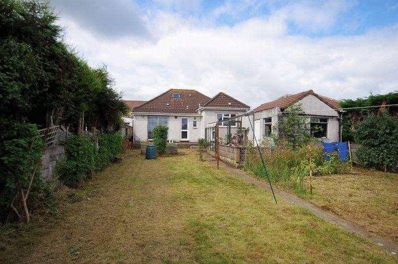 2 Bedrooms Detached Bungalow for sale in Hazeldene Road, Patchway, Bristol