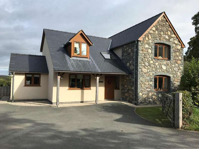 4 Bedrooms Detached House for sale in Llandrillo, Corwen