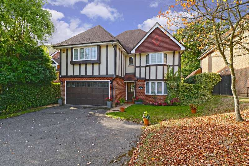 5 Bedrooms Detached House for sale in Tauber Close, Elstree, Borehamwood