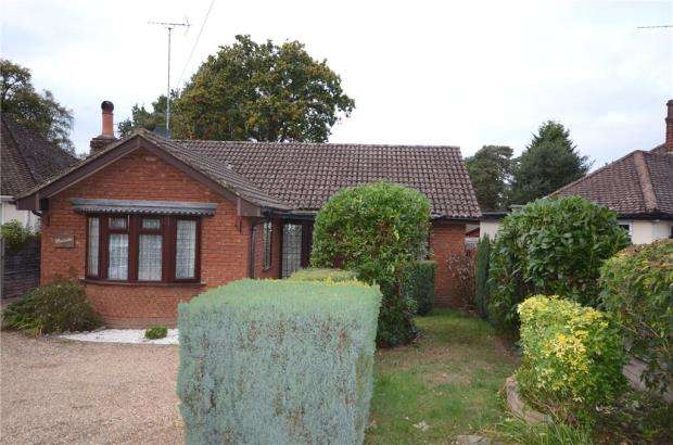 2 Bedrooms Detached Bungalow for sale in Nine Mile Ride, Finchampstead, Wokingham