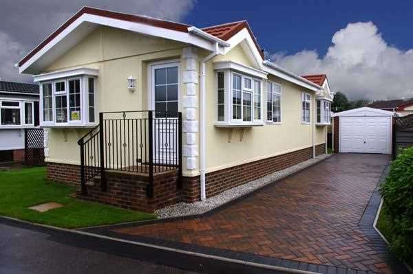 2 Bedrooms Bungalow for sale in Lyndhurst Estate, Sea Lane, Ingoldmells
