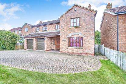 5 Bedrooms Detached House for sale in Golden Acres, East Cowton, Northallerton