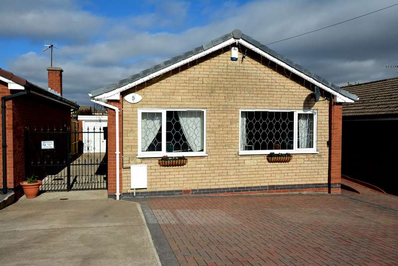 2 Bedrooms Detached Bungalow for sale in Clumber Place, Inkersall, Chesterfield, S43 3EL