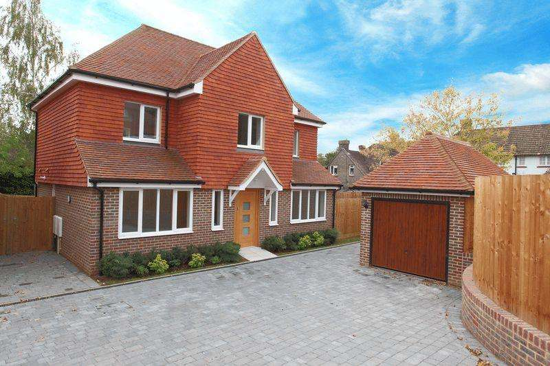 4 Bedrooms Detached House for sale in 3 Eaton Close, Hempstead Road, Uckfield