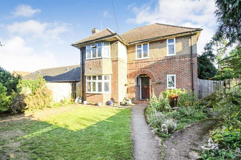 4 Bedrooms Detached House for sale in Abbotts Close, Aylesbury