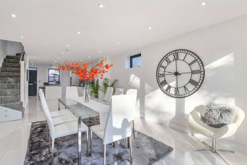 4 Bedrooms House for sale in Camfrey Court, 2A Priory Road, Crouch End, London, N8