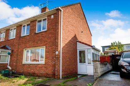 2 Bedrooms Semi Detached House for sale in Nash Drive, Lockleaze, Bristol