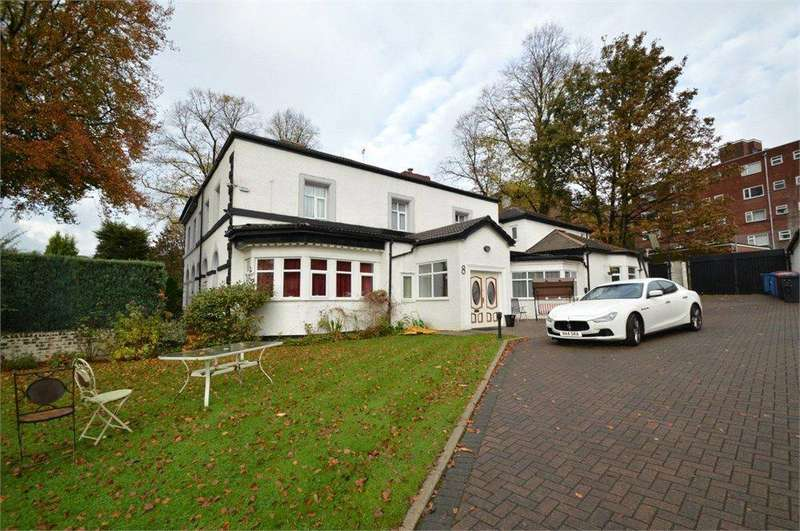 6 Bedrooms Semi Detached House for sale in Kersal Bank, Salford, Greater Manchester, M7