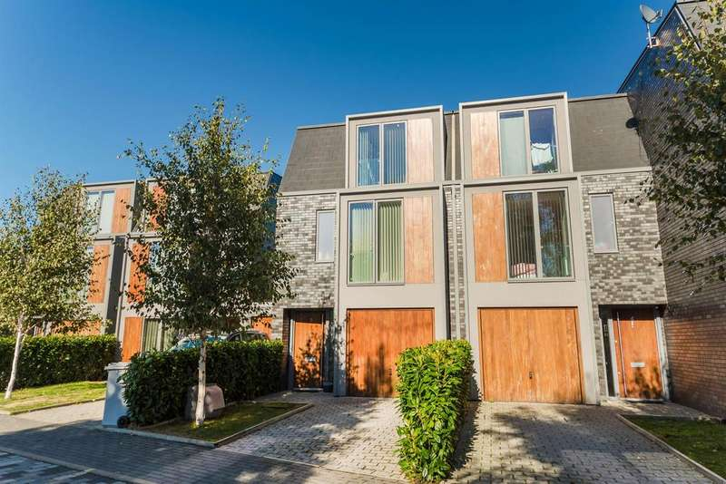 3 Bedrooms Town House for sale in Greenfield Place, Hayes, UB3 2GE
