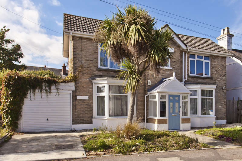 3 Bedrooms Detached House for sale in Southbourne Road, Southbourne