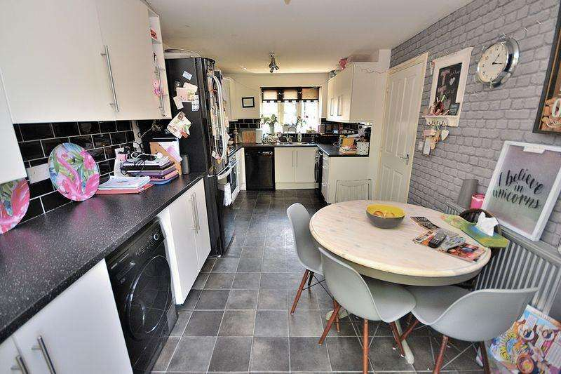 5 Bedrooms Detached House for sale in Corfe Road, Pitstone