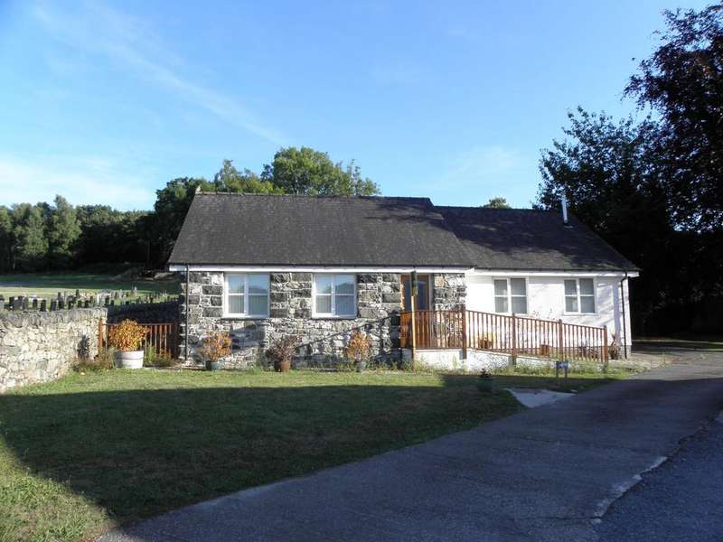 3 Bedrooms Bungalow for sale in 14 Llwyn View, Dolgellau, LL40 1LD
