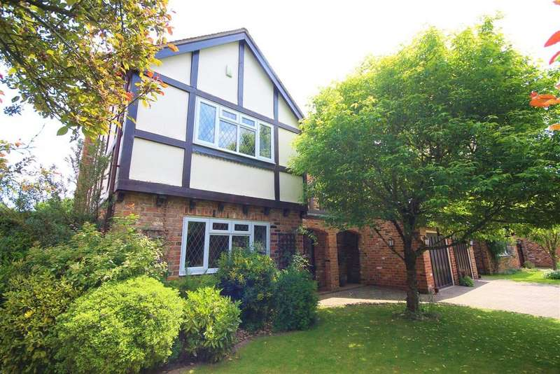5 Bedrooms Detached House for sale in Lodge Road, Hurst, Reading