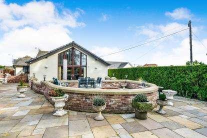 3 Bedrooms Bungalow for sale in Park Avenue, Kinmel Bay, Rhyl, Conwy, LL18