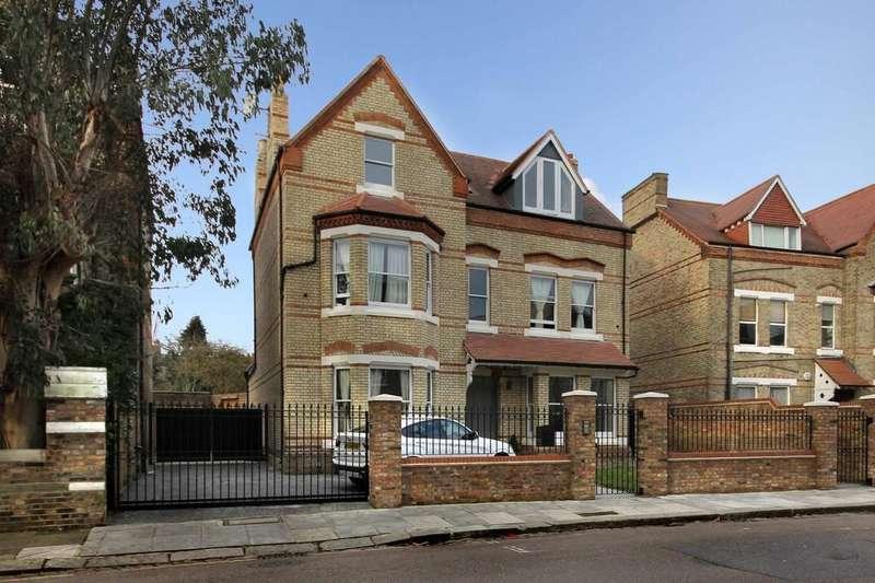 5 Bedrooms Detached House for sale in Grange Park, W5