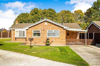 3 Bedrooms Bungalow for sale in Holly Grove, Shotton, Deeside, Flintshire, CH5