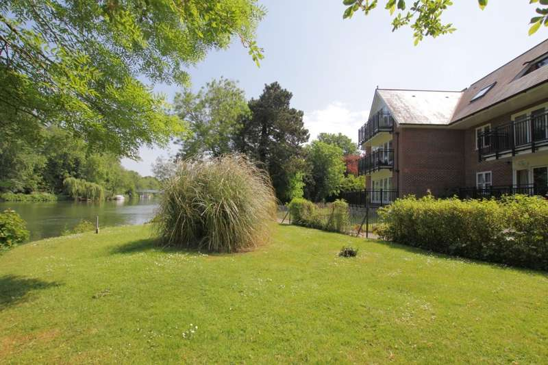 2 Bedrooms Flat for sale in Waterside House, The Wharf, Pangbourne, Reading, RG8