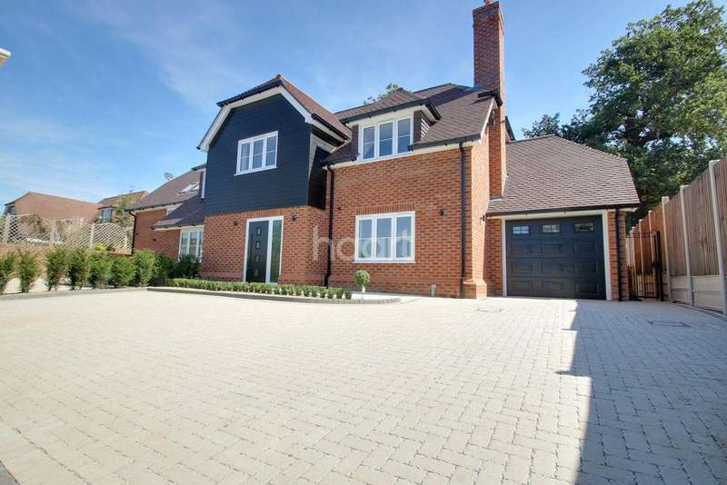 4 Bedrooms Semi Detached House for sale in Castle Dene, Maidstone, Kent, ME14