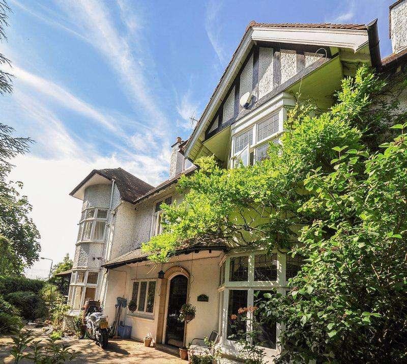 6 Bedrooms Detached House for sale in Grange Avenue.