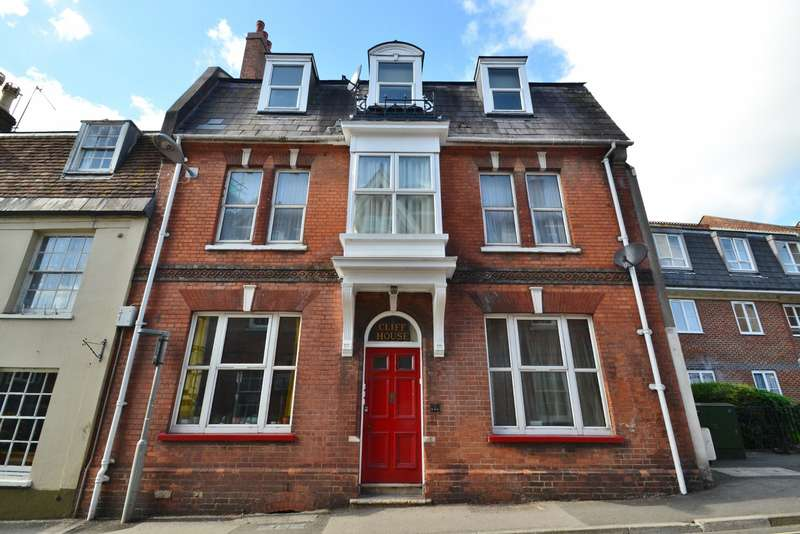 2 Bedrooms Flat for sale in Blandford Town Centre