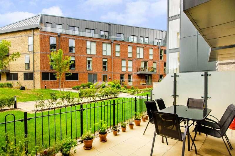 2 Bedrooms Flat for sale in Ruckholt Road, Leyton, E10